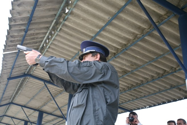 Poliţiştii nu vor mai răspunde penal când vor trage după infractori